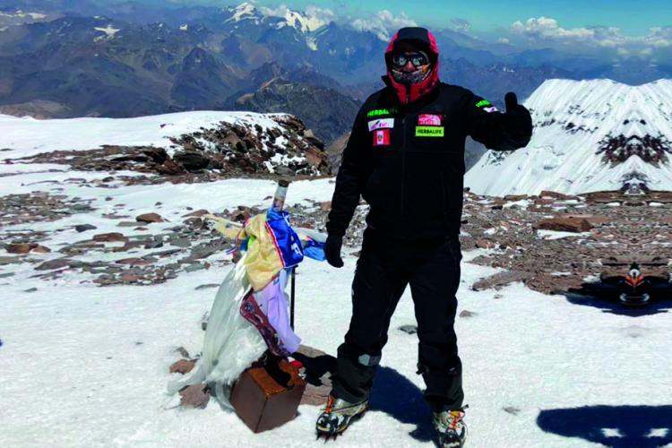 Richard Hidalgo conquistó la montaña más alta de América