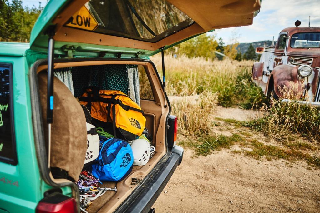 Bolsos Duffel: El complemento ideal para tu viaje de aventura